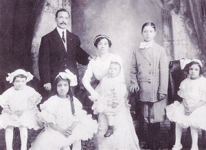 Luigi Fante, with family, in 1912
