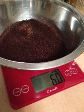 6 oz of coarsely ground Love Buzz, using the Escali Arti scale. Don't forget to tare the bowl!
