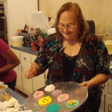 Debbie Showing Cupcake Designs