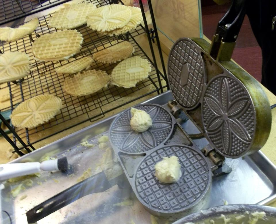 How To Choose The Pizzelle Iron That S Right For You Fante S Kitchen