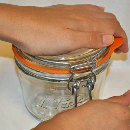 chipping-prevention-bail-top-glass-jars05