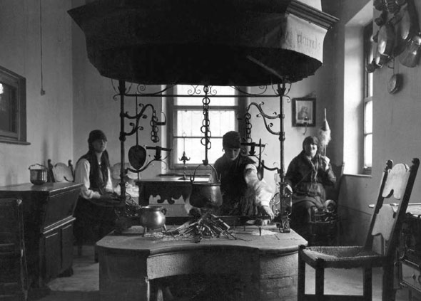 Polenta in Friuli cooked in a Fogolar 1930
